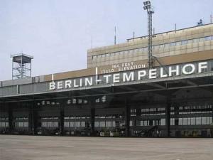 Der Haupteingang des Flughafens - Bald ist hier wieder mehr Betrieb!