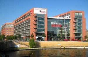 Auch hier verfolgt man die Entwicklung des Geschehens mit Spannung - die Verdi-Zentrale in Berlin