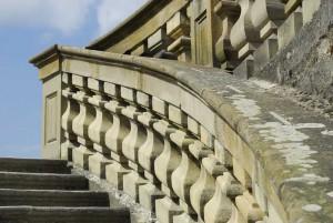 Hinter dieser Treppe hatte Witz sich verschanzt
